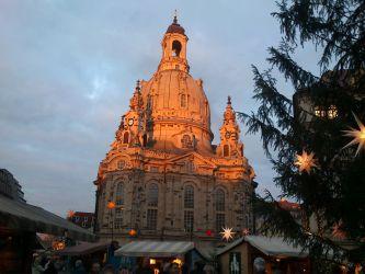 Frauenkirche v záři zapadajícího Slunce
