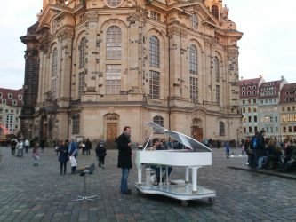 Street artists u Frauenkirche