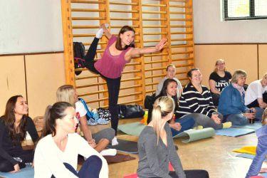 V naší tělocvičně - Somatic dance therapy with Nehmat Dhillon